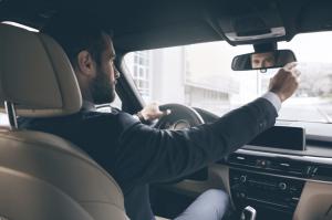 Première voiture jeune conducteur : les 5 erreurs à éviter