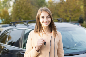 Mythe jeune femme voiture usagée